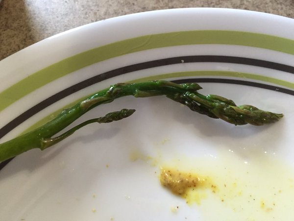 Tweet: This asparagus spear has a branch. https://t.co/eI…