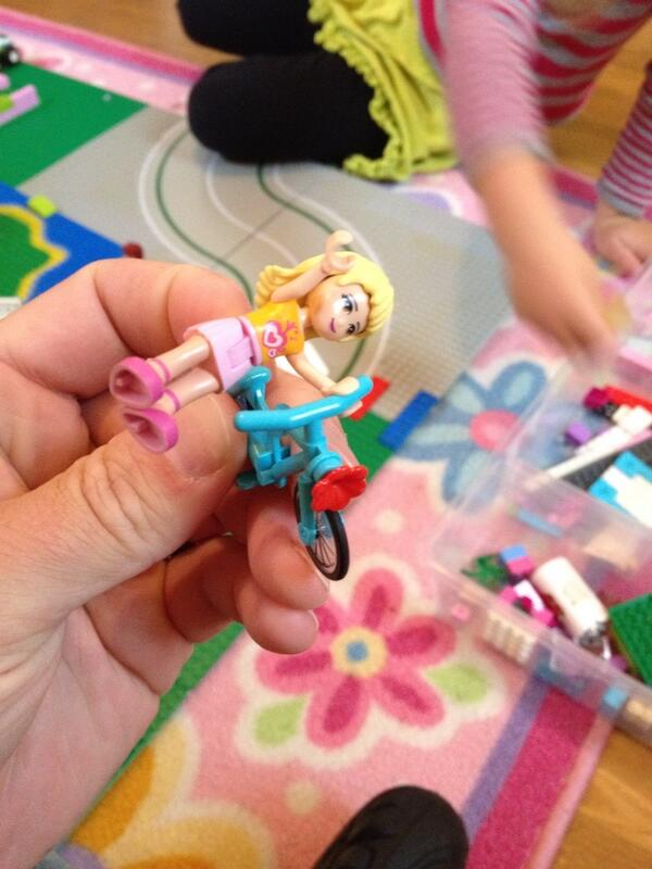 Tweet: One annoyance about #legofriends is the non-rotati…