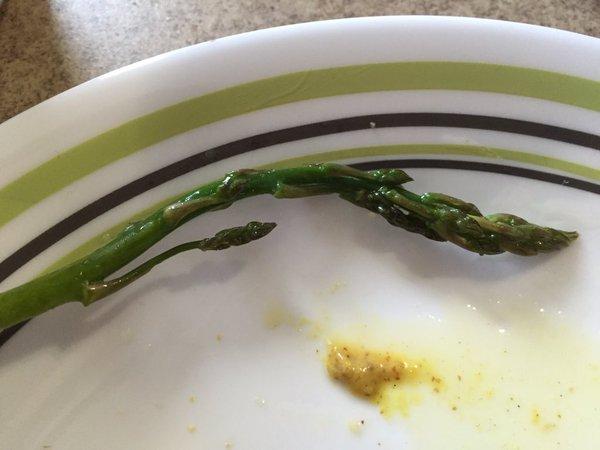 Tweet: This asparagus spear has a branch. https://t.co/eI…